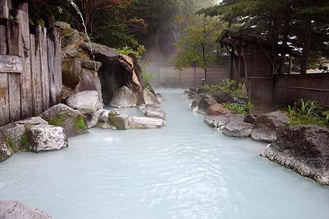 その白濁りの100%源泉かけ流し硫黄泉はさすがに極上!「高湯温泉 安達屋旅館」(福島市)
