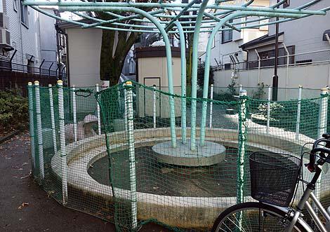 イリュージョンする象のすべり台「あかぎ児童遊園」(東京神楽坂)懐かしの公園遊具