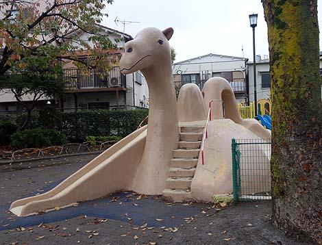 珍しいラクダ型のすべり台「荒川五丁目公園」(東京荒川)懐かしの公園遊具