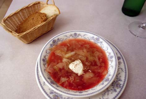 ロシア料理 サラファン[CAPAFAH](東京御茶ノ水・小川町)ピロシキ&ボルシチのランチ