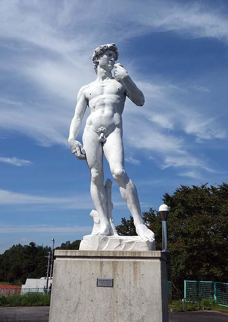 大理石像にパンツを履かせろ!なんと町議会でも議題になりました「ダビデ像」(島根奥出雲町三成公園)