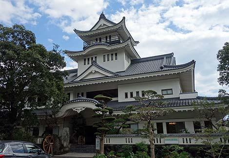高知城ではありません「ファミリー温泉 湯川」(高知市)ニセ城シリーズ