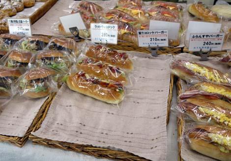 ふらんすや(東京北千住)町のパン屋さんとは思えないハイレベルの総菜バーガーパン2つ