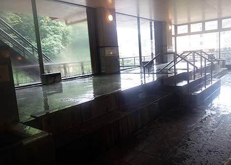12種類ものお風呂が楽しめるゴージャス系ホテル「土湯温泉 福うさぎ」(福島市)