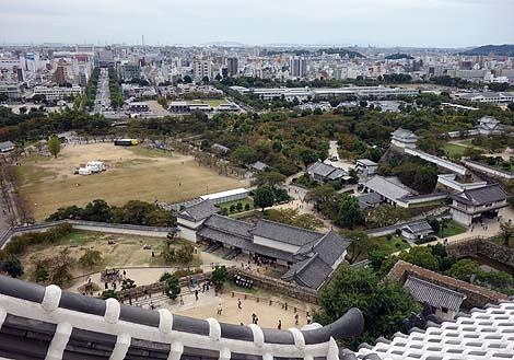 真っ白に生まれ変わったこの現存城は世界遺産にふさわしい「姫路城」(兵庫)