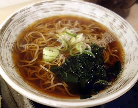 いっぱい喰い亭(東京京橋)お昼は立ち食いそば、夜は立ち飲みの二毛作店