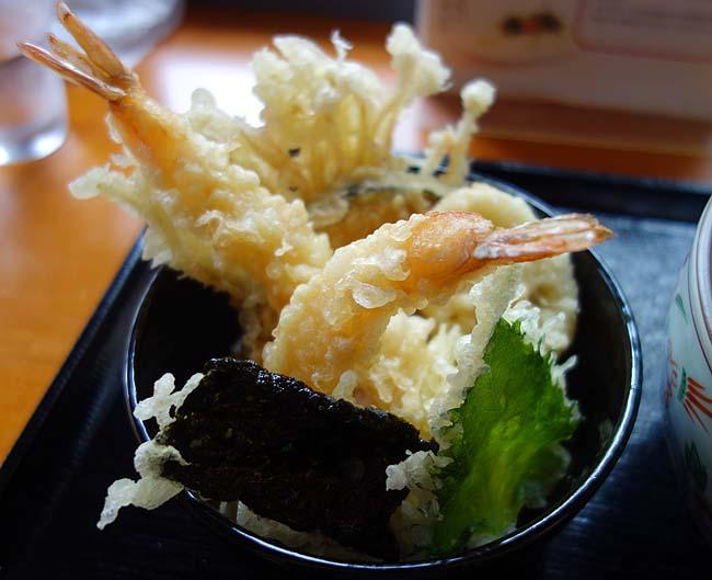 かま釜うどん(神戸三宮)のど越し抜群の讃岐うどんを天丼とのお昼セット