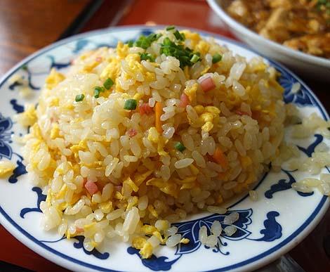 中華厨房 桂林(沖縄那覇)那覇で地元民に大人気の大衆中華店で麻婆豆腐定食でチャーハンに変えて