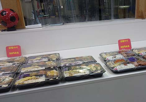 キロ弁 那覇店(沖縄)重さ1kgもあるお弁当がなんと!ワンコイン500円で購入できる!