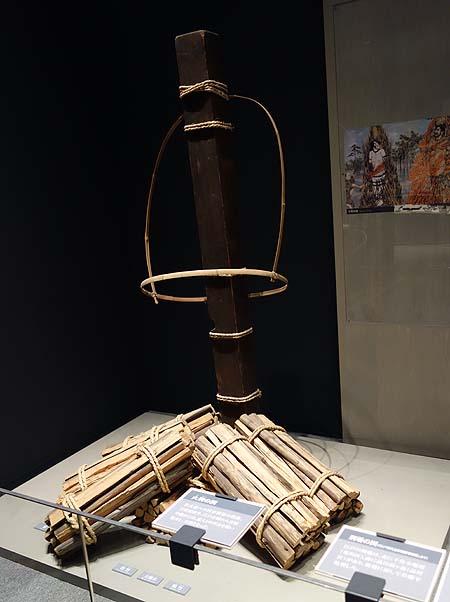 凄惨な処刑・拷問道具がずらりと勢揃いしています「明治大学博物館」(東京駿河台・御茶ノ水)