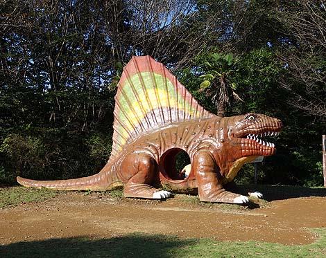 大迫力の実物大恐竜模型が14体も設置されている入場無料公園「水戸森林森林公園 恐竜広場」(茨城水戸)