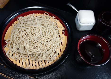 そば寄席 もりしょう(東京西巣鴨)十割の蕎麦粉を使ってる押し出し式製麺機のもりそば