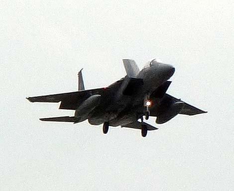 瀬長島よりF-15イーグルを3倍光学コンデジオート撮影でどこまで狙えるか?(沖縄那覇国際空港)