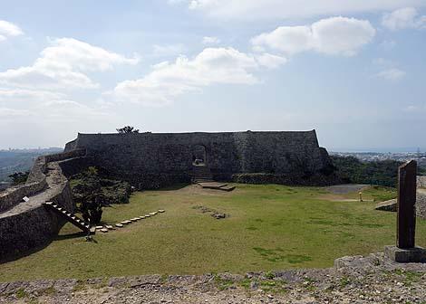 沖縄の城跡石垣の中でも大規模なものが現存しております「中城城[なかぐすくじょう]」(沖縄中頭郡北中城村)