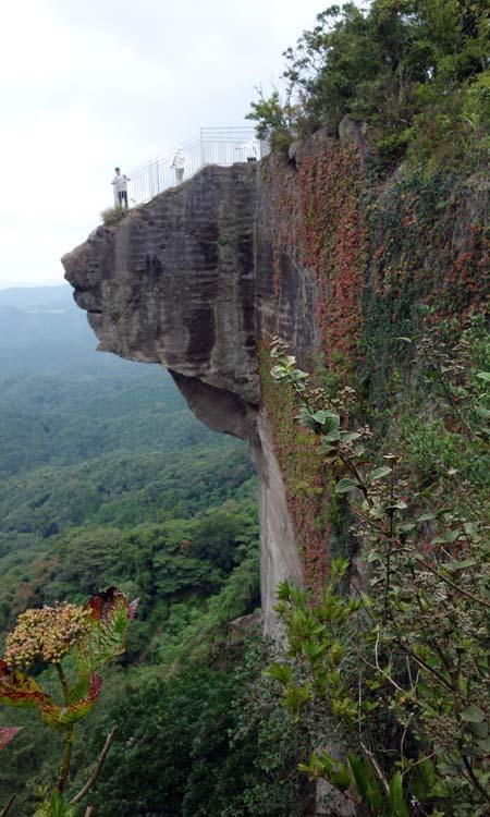 座像では日本最大の大仏様と落ちたら即死のスリル満点地獄のぞき「鋸山 日本寺」(千葉県鋸南町)