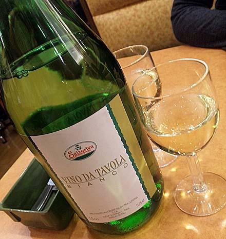ちょい呑みの元祖といえばここ!「サイゼリヤ」で1.5リットルボトルワインを完飲!