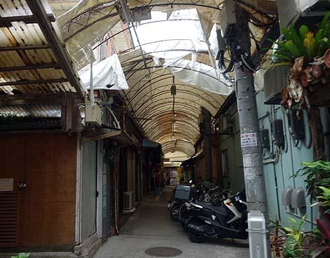戦後の復興時には存在していたタイムスリップしたかのような商店街「栄町市場商店街」(沖縄那覇)