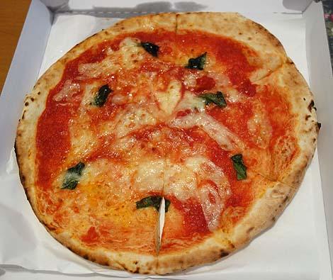 センプレ・ピッツァ ビーンズ赤羽店(東京)持ち帰り専門店で530円マルゲリータピザをテイクアウト
