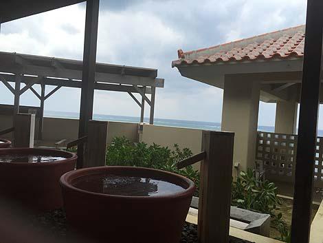 コバルトブルーの海の眺めが素晴らしい茶褐色の温泉「琉球温泉瀬長島ホテル」(沖縄那覇リゾートホテル&スパ)