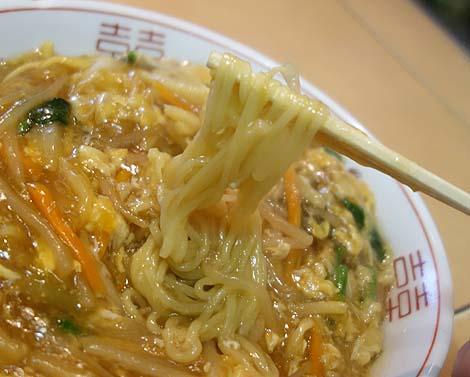 台湾料理「新東洋」(東京上野)高架下のディープな中華屋さんでローメンをいただく