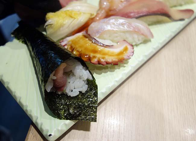 立ち寿し しおや(大阪梅田)あの潮屋グループが立ち食い寿司を新梅田食道街に!