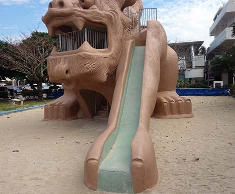こんなでかいシーサーのすべり台は子供ん時に出会いたかった「シーサー児童公園」(沖縄宜野湾)公園遊具