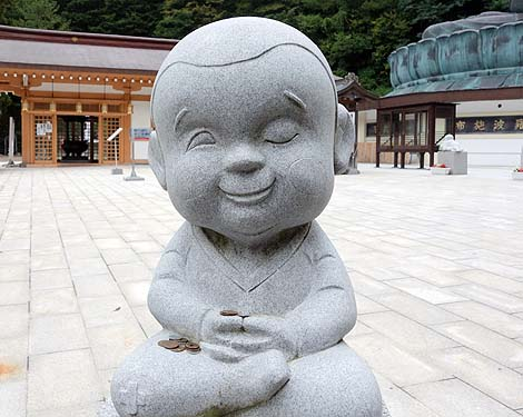青銅仏では日本一の高さ21.35m!「昭和大仏 全仏山 青龍寺」(青森市)