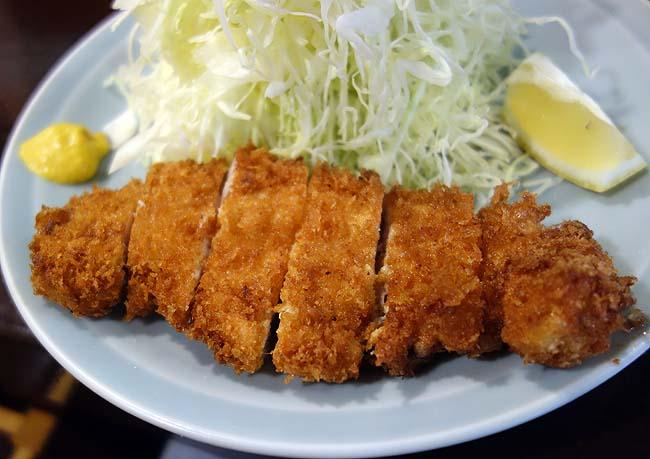 とんかつ太郎(神戸元町)軽いタッチが特色の800円豚カツランチ