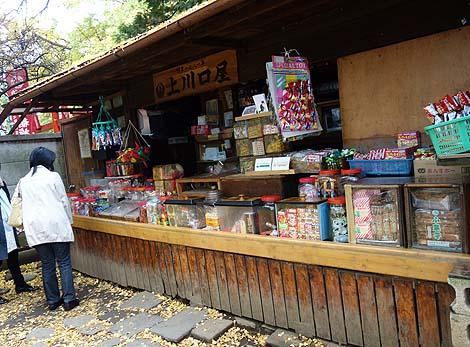 1781年(天明元年)創業!日本最古の駄菓子屋さんです「上川口屋」(東京雑司ケ谷鬼子母神堂)