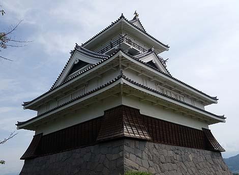 別名「月岡城」と言われる模擬天守閣「上山城 郷土資料館」(山形上山市)