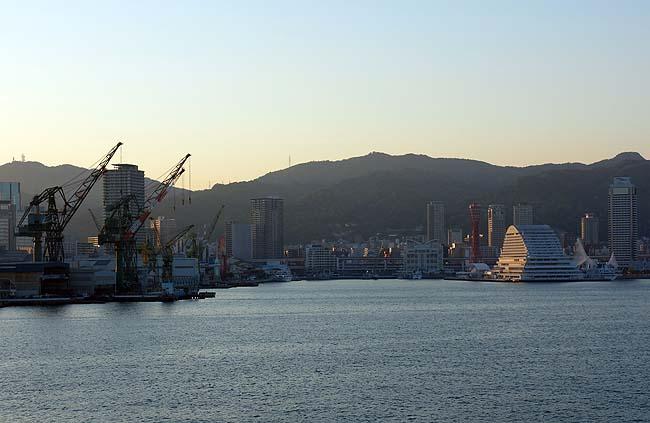 神戸の街並みは海上から見るとやっぱ綺麗だ♪そして香川4日間の旅を振り返る(日本一周358日目後編)