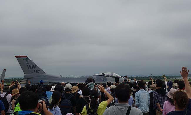 天候不順の為イベントは大幅にカット・・・しかしF-16のアクロバットはすごかった(日本一周371日目後編)