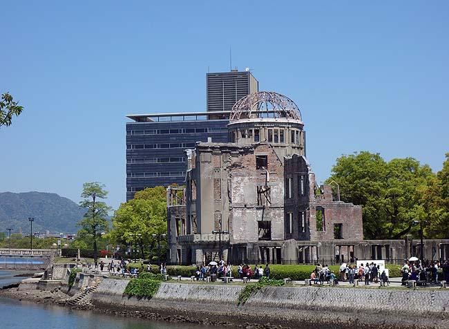 日本一周テーマ「戦時遺産をめぐる旅」ではずせませんよね・・・「原爆ドーム」と「広島平和記念資料館」