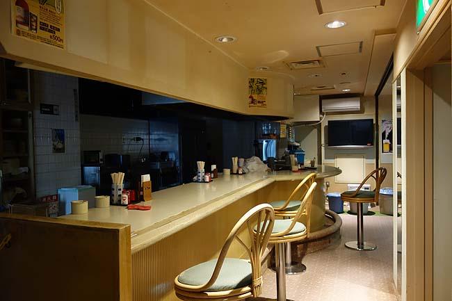 かけ流し天然温泉付き3000円カプセルホテルは無料朝食もついてます「ゴールデンタイム高松」(香川)
