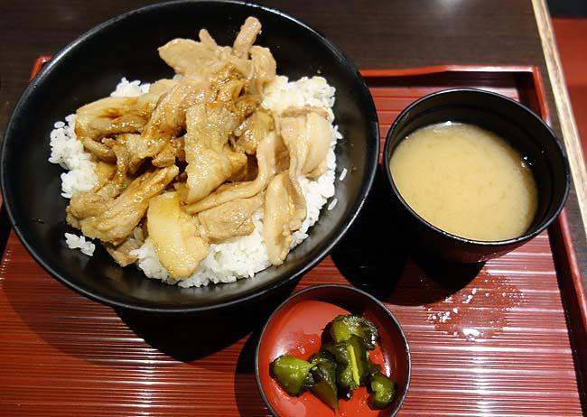 はなび 北三条通り店(北海道札幌)嫌煙家は避けてくださいご飯大盛りOKの帯広豚丼
