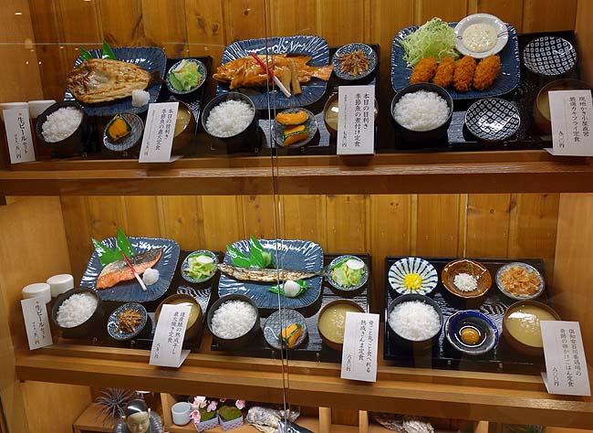 北海道定食屋 北海堂(札幌すすきの)生ビール150円から呑める店でカレイの煮付けとカキフライ定食