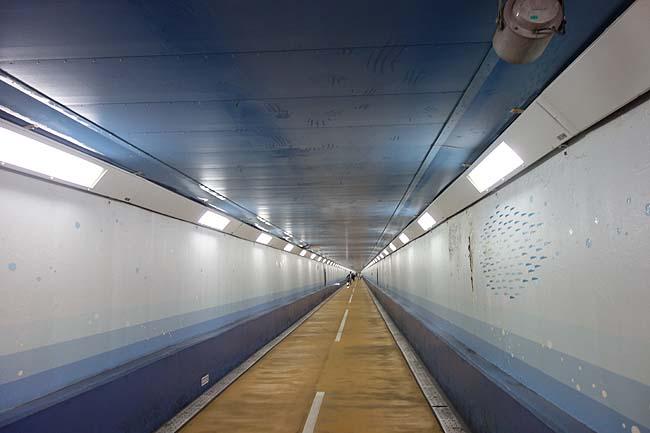 水曜どうでしょうカブの旅で有名なあの海峡トンネルです「関門トンネル人道」(山口下関・福岡門司)