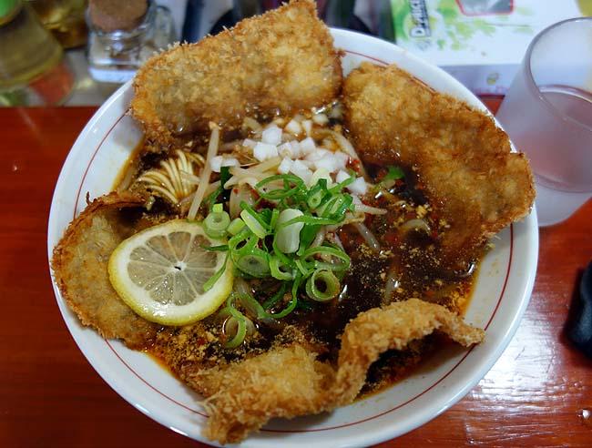 大陸支那そば 三木ジェット(神戸西灘)バリかつジェットというカツが乗った珍しいらーめんのお味は?