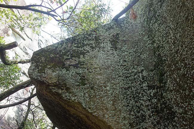 まるで水面に浮かんでいるような奇岩!日本三奇 石乃宝殿「生石神社」(兵庫高砂)パワースポット