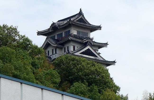 歴史のある城かと思いきや観光で作られたニセ城で尚且つ既に廃墟と化しております「尾道城」(広島)