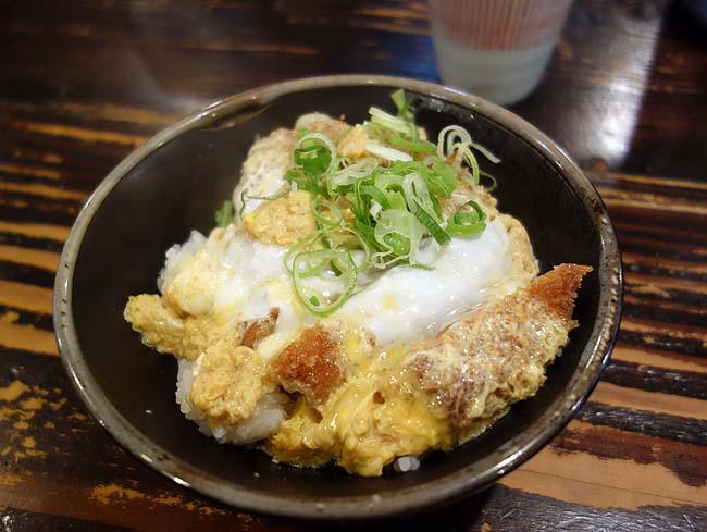 かつ丼 三六八[SAMUYA](神戸三宮)様々なタイプのカツが中心のメニューが豊富で安いです
