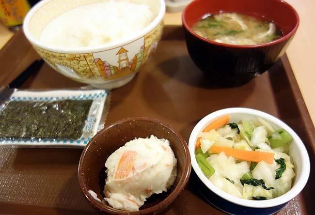 すき家 札幌ポールタウン店のおしんこ朝定食(北海道札幌すすきの)泊まったカプセルホテルの無料朝食券がいただけました