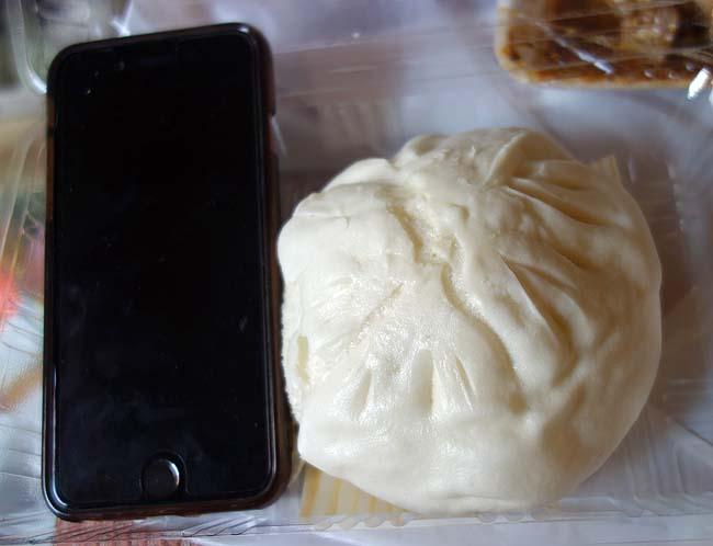 揚子江の豚まん(福岡小倉)肉汁たっぷりジューシー豚まんと焼売をテイクアウトしてホテル呑み