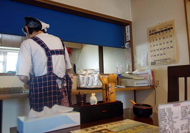 和寒雪割そば (北海道旭川)全て自家製の十割そばをたぬきそばと天丼のセット