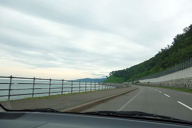 道東はこんな一直線に伸びる道ばかり♪「天空の道」の素晴らしさは一度はドライバーに走ってほしい