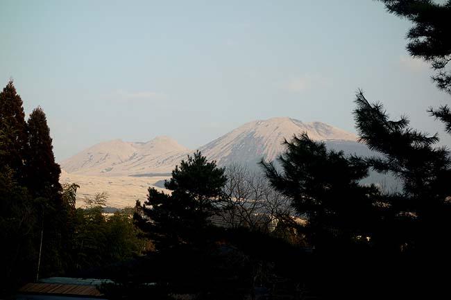 アーデンホテル阿蘇(熊本)本日宿泊宿は緑白色の硫酸塩泉は源泉かけ流し100%!!阿蘇山の力強さ