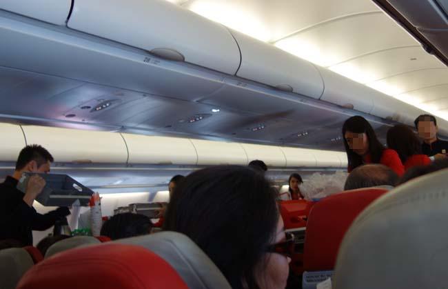 エアアジアでバンコクへ向かいます!経由地のクアラルンプールへ~予約機内食ワンコイン「チキンラザニア」LCC