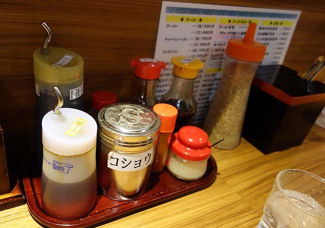 元祖赤のれん 節ちゃんラーメン 天神本店(福岡)あっさり昔ながらの博多豚骨らーめんと半焼めし