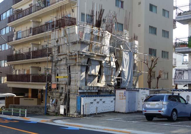 蟻鱒鳶ル[ありますとんびる](東京三田)日本のサクラダファミリア?一体いつ完成するんでしょうか?珍建築
