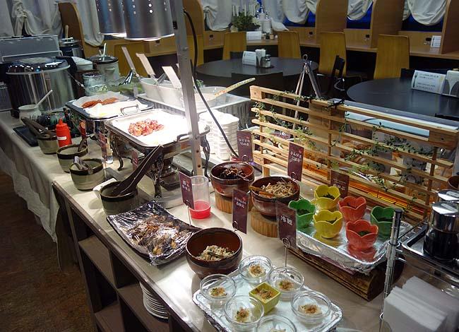 九州ご当地グルメが楽しめる朝食バイキング♪レンタカーを借りて目指す先はいずこ?